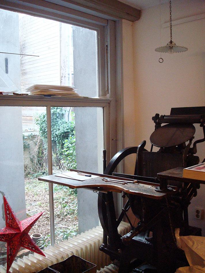 Máquina tipográfica na TYPIQUE - uma tipografia em Amsterdam